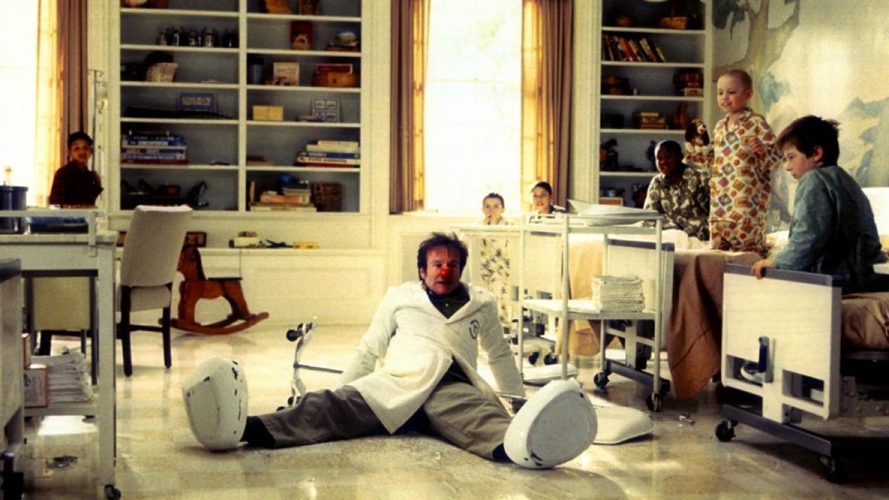 34 Patch Adams 1998 Cinejour